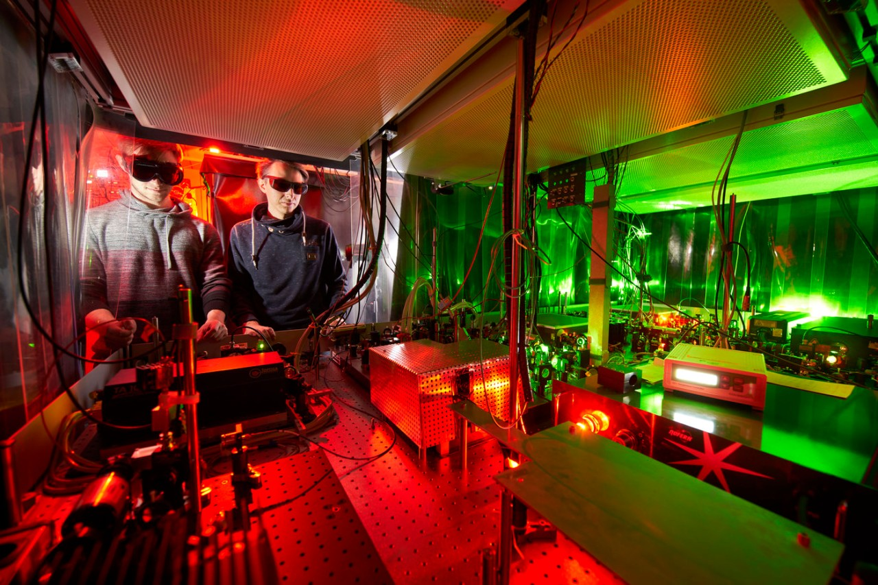 Experimental physicists working in the laboratory of Immanuel Bloch.
