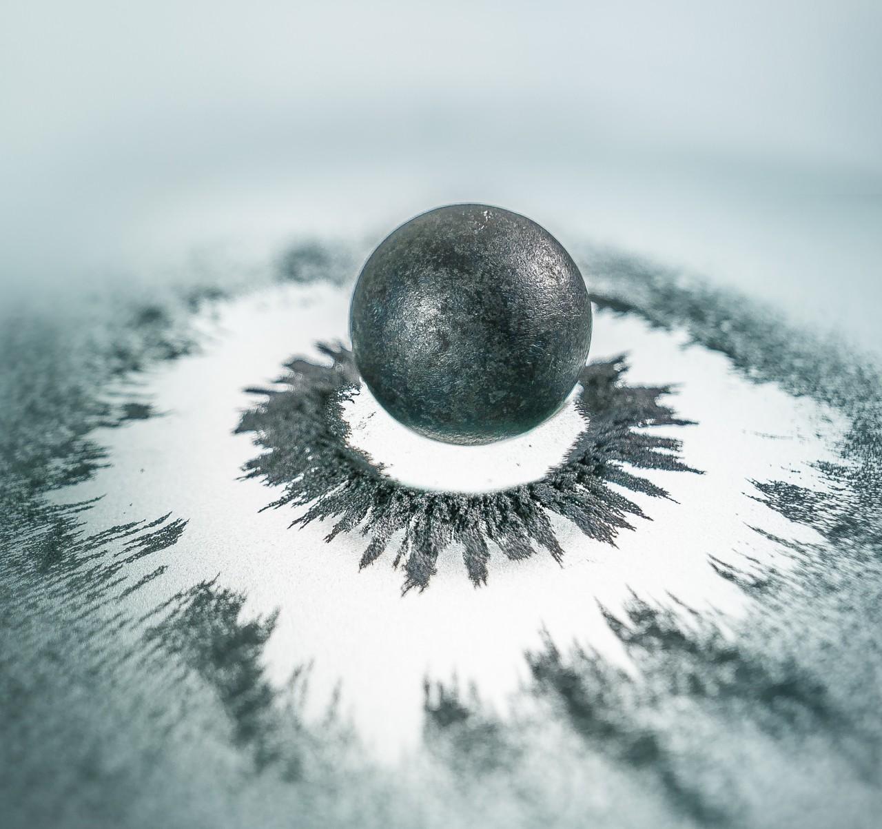 Artisitic representation of a magnetic polaron.
